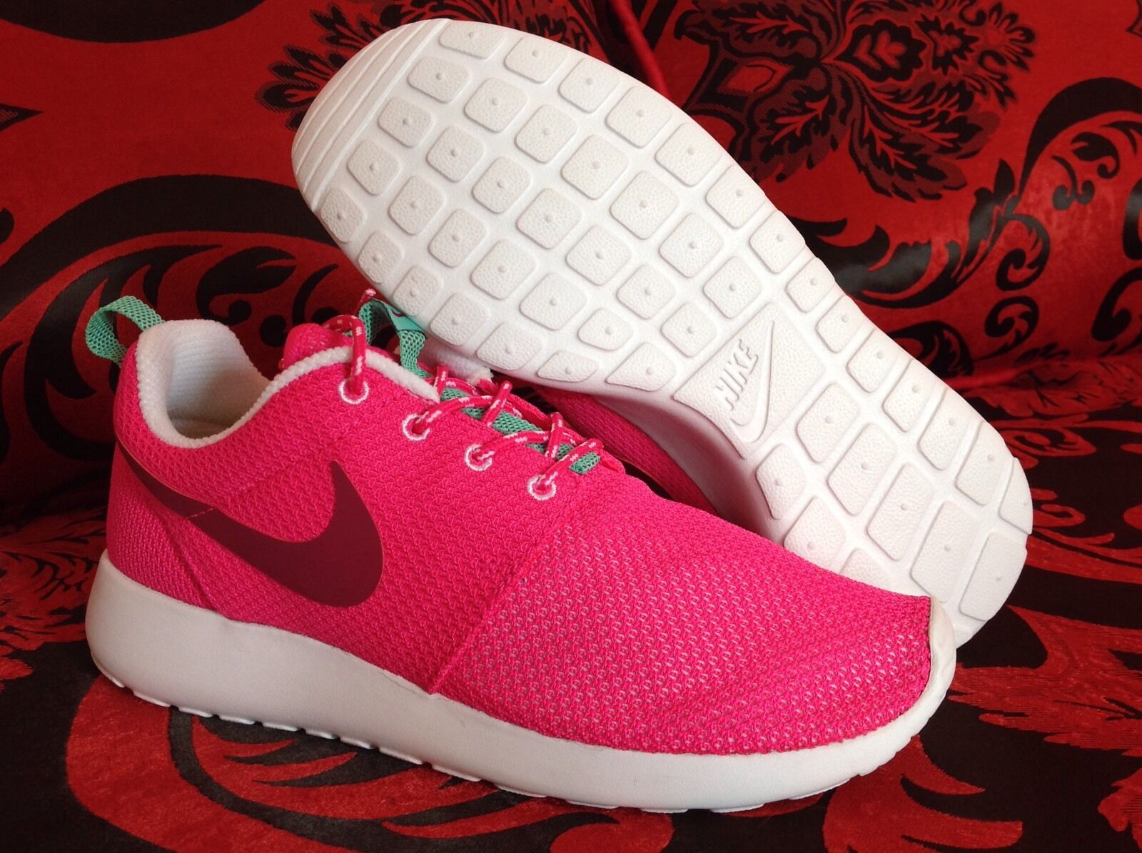 Nike Roshe Run women running crossing Shoes 100% AUTHENTIC SIZE 8 & 9.5 US