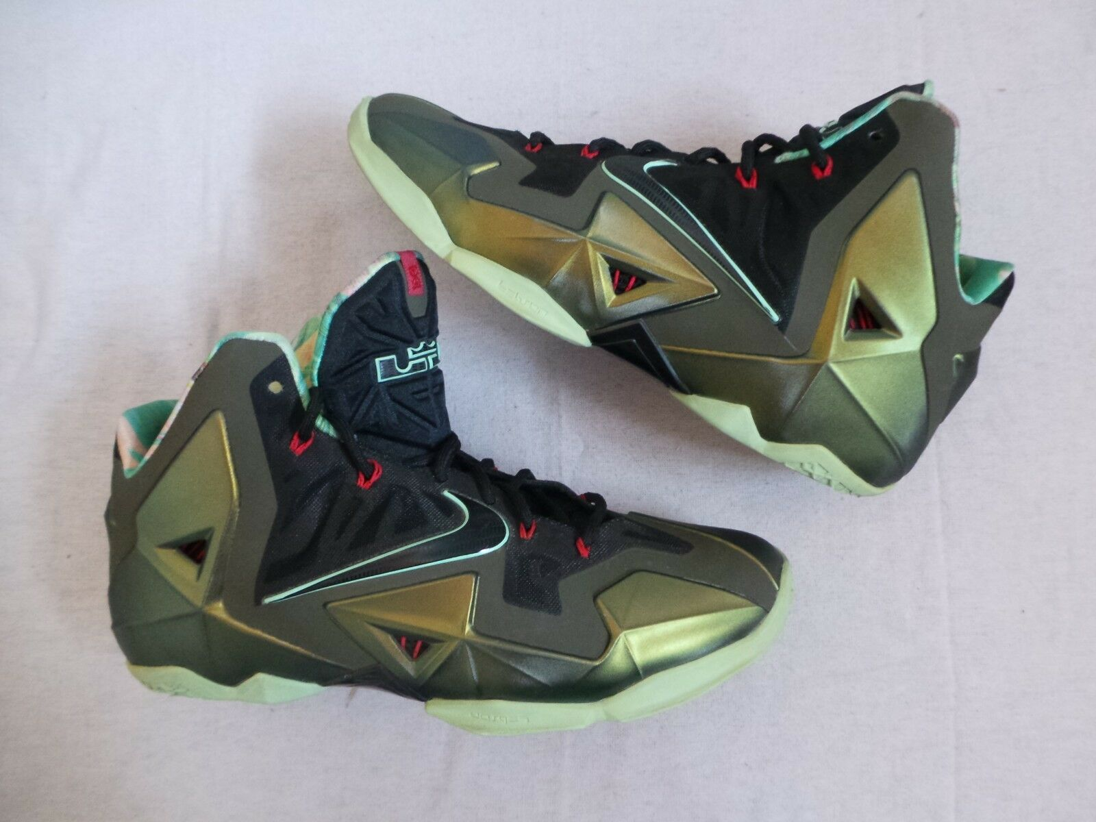 more photos 0f4ac 7938d Nike Air Zoom LeBron James XI 11 Eleven King s Pride Lions Taille 11 NDS  RARE