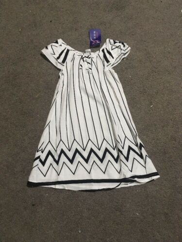 BNWT Girls Black And White Short Sleeve Nightie Size 45