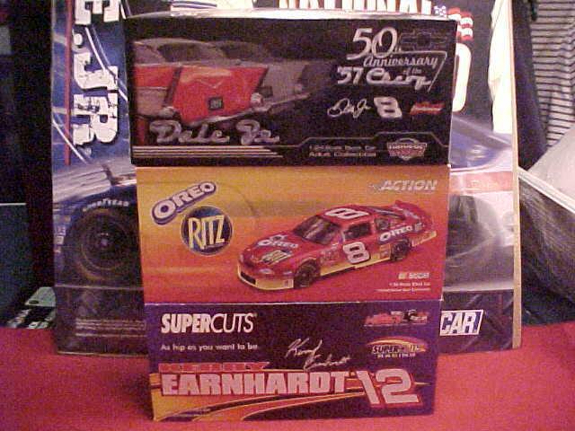 marca famosa Dale Earnhardt Jr  8 8 8 y Kerry Earnhardt acción de  12 1 24 (3) tres Lote coches  Entrega directa y rápida de fábrica