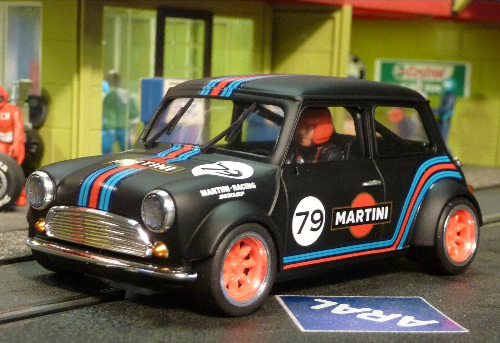 Slotcar BRM MINI Cooper MARTINI in 1 24 VORBEREITET für Carrera Digital  BRM090B