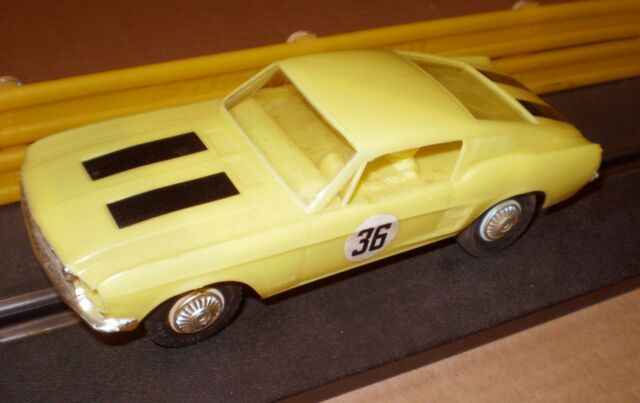 REVELL MUSTANG 60s YELLOW VINTAGE SLOT CAR  1/32