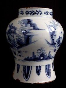 Ancien-vase-blanc-bleu-decor-Chinois-XVII-Antique-chinese-vase-blue-white-17th