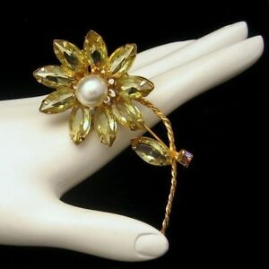 Vintage-Large-Figural-Daisy-Flower-Brooch-Pin-Yellow-AB-Rhinestones-Gold-Plated