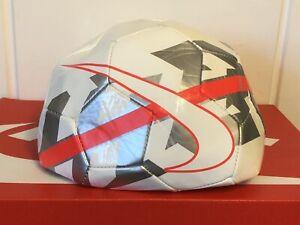 hot sale online ec6af db76e Details about NIKE HYPERVENOM REACT FOOTBALL SOCER BALL BRAND NEW SIZE 5