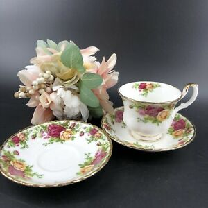 Vintage-Royal-Albert-Old-Country-Roses-English-Bone-China-Teacup-amp-Extra-Saucer