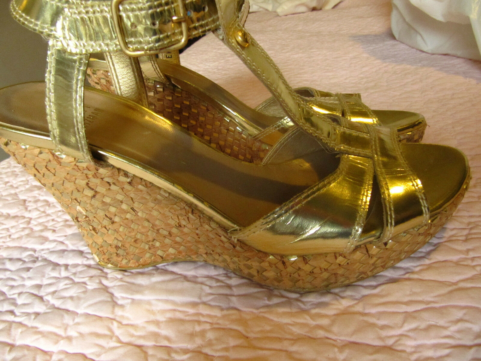 Stuart Weitzman ladies metallic gold size 5 platform T strap heels NICE