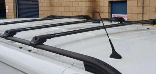 VAUXHALL VIVARO van x3 Noir Verrouillable Anti Vol Barres transversales rails de toit SWB 2015+