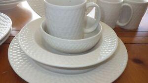 Weave-Pfaltzgraff-Dinnerware-service-for-4-16-pieces