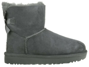 7cfe3e0fa6 Das Bild wird geladen Damen-Boots-Stiefel-UGG-Mini-Bailey-Bow-II-