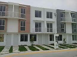 Hermosa Casa de 4 Recamaras en Venta en Desarrollo Privado con Acceso Controlado  Los Héroes Tecamac