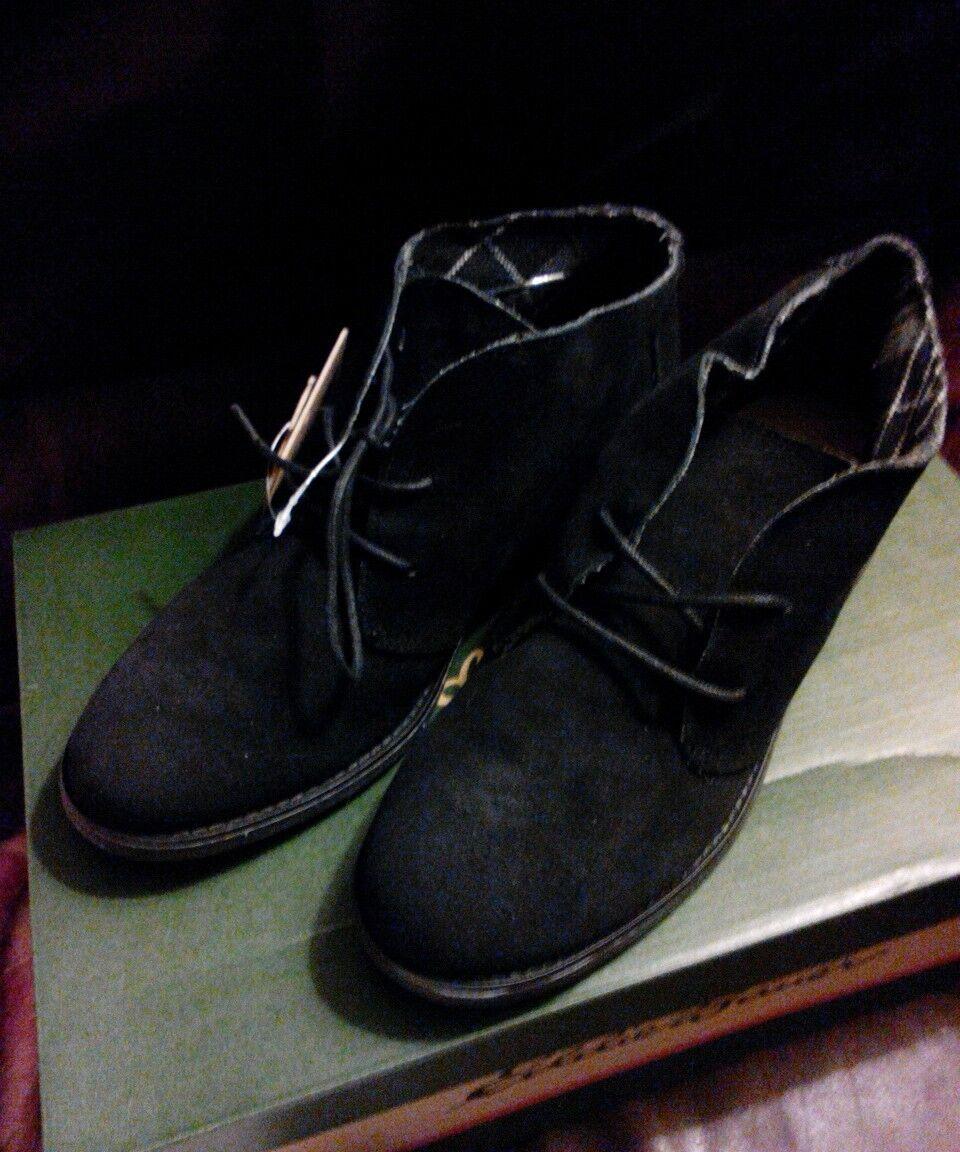 New in Box Ladie's Eddie Bauer Black Suede Vega Boot size 8.5 MSRP  99.99