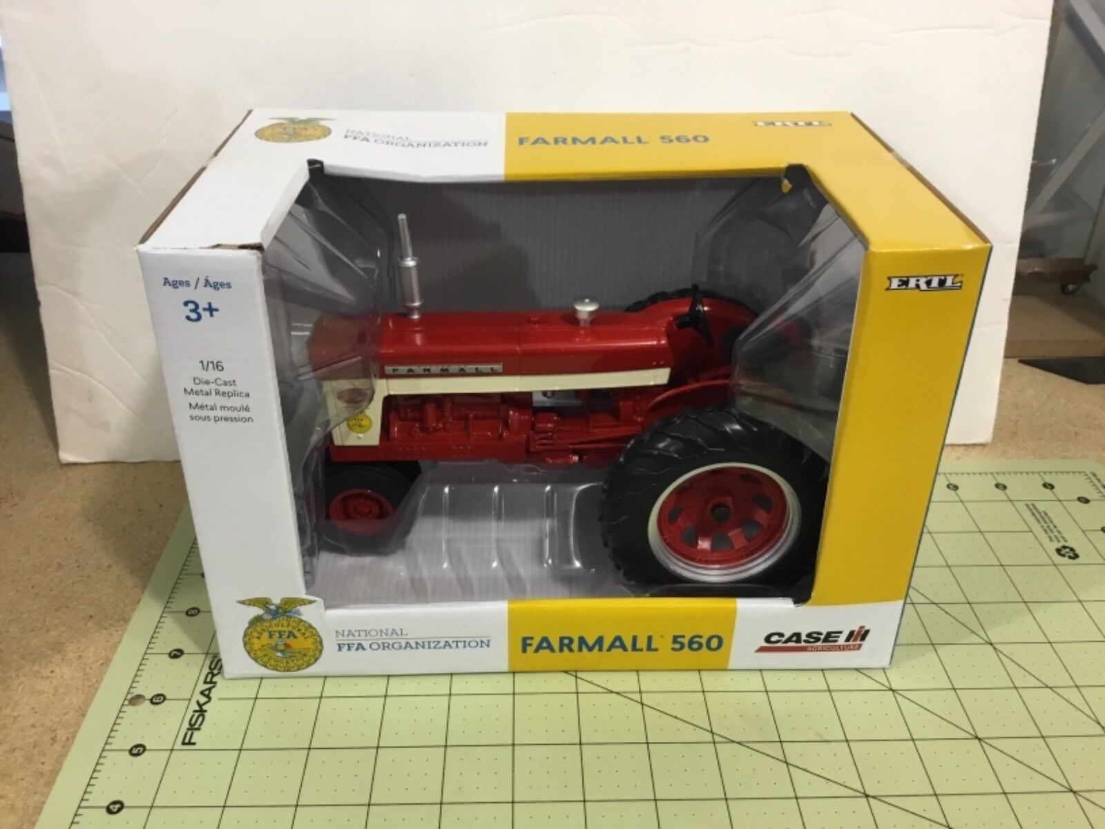 Die cast 1 16 Farmall 560 FFA narrow front tractor, FREE shipping, 44103