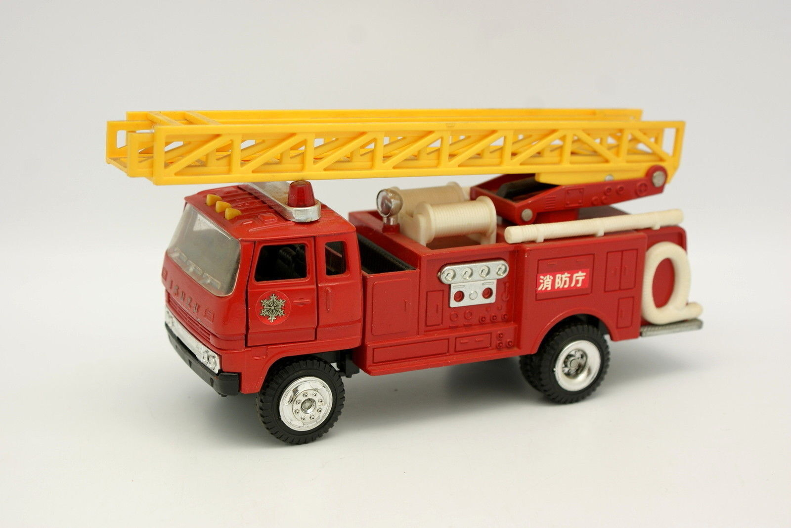 Yonezawa Diapet 1 43 1 40 - Isuzu Fire Engine Bomberos Japón