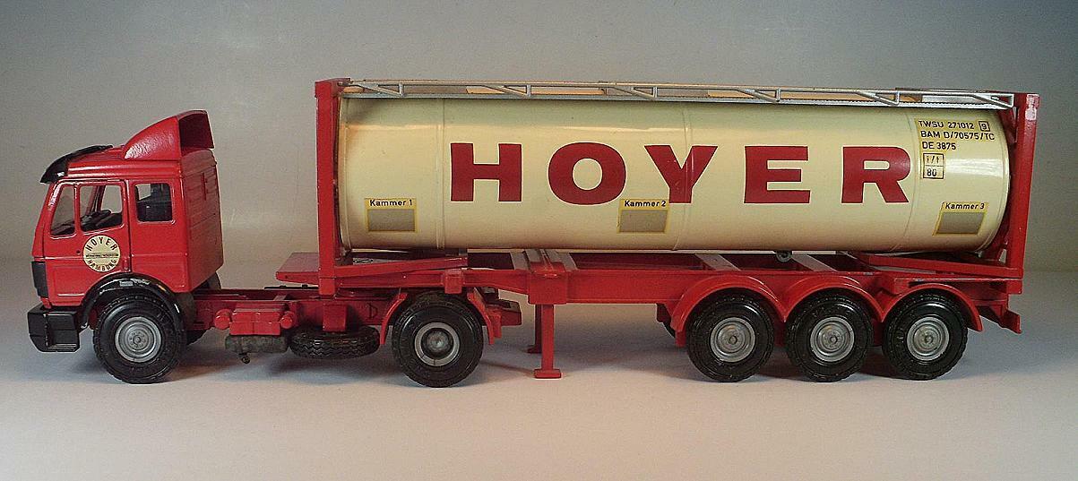 NZG 1 50 no 317 Mercedes Benz Articulated Lorry with Maxfield Hoyer Hamburg