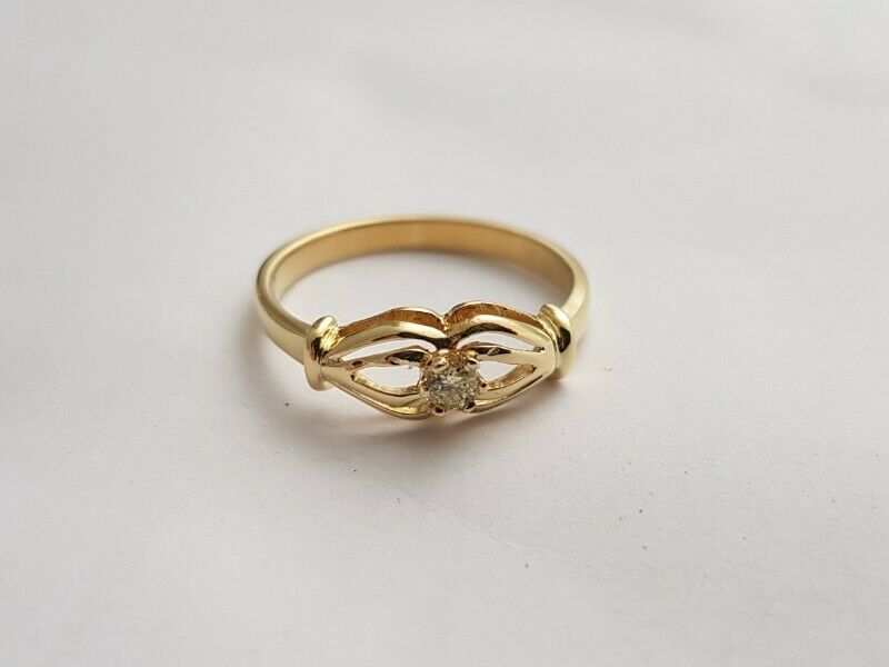 A243 18k Gold and Diamond Ring