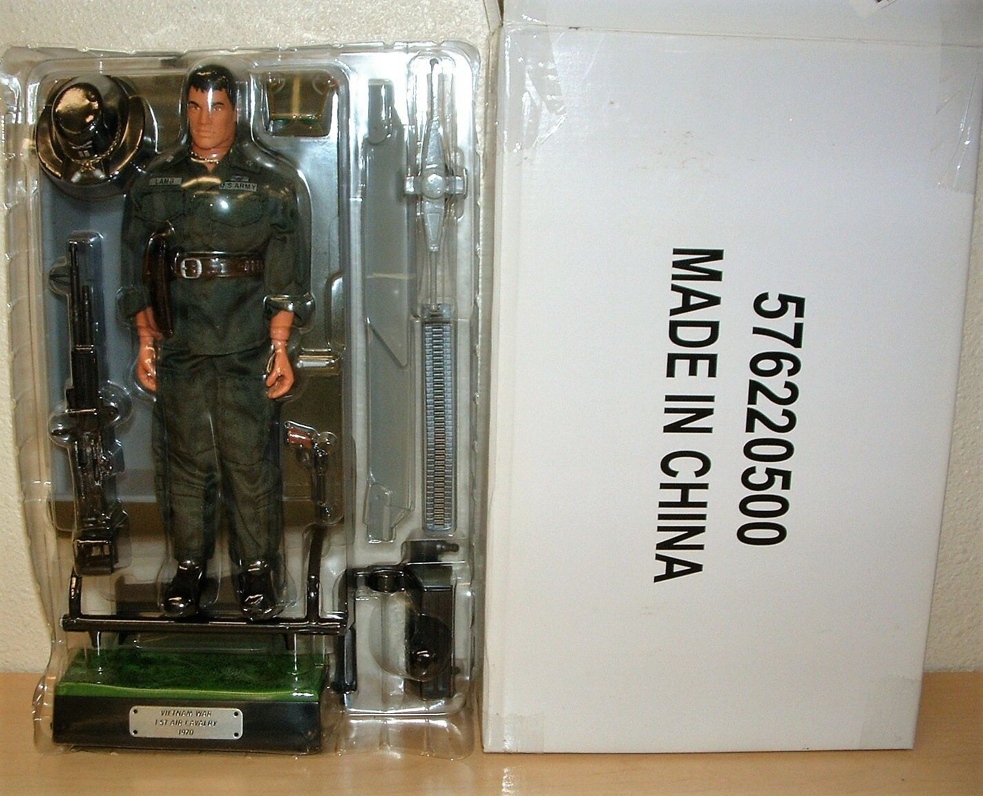 VIETNAM 1st Cavalry Figure Set complete with stand