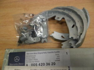 Genuine-Mercedes-Benz-Classe-E-212-Frein-Arriere-Chaussures-Kit-A0054203620-NEUF