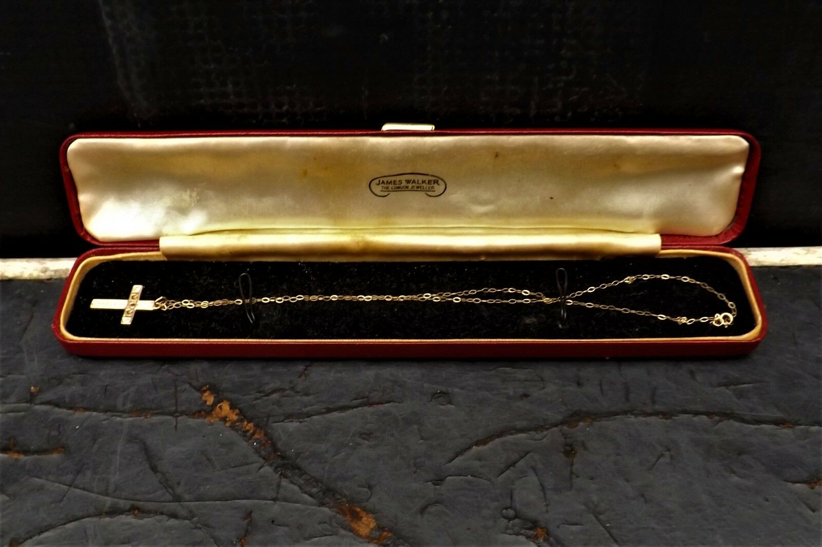 9ct gold chain & Crucifix