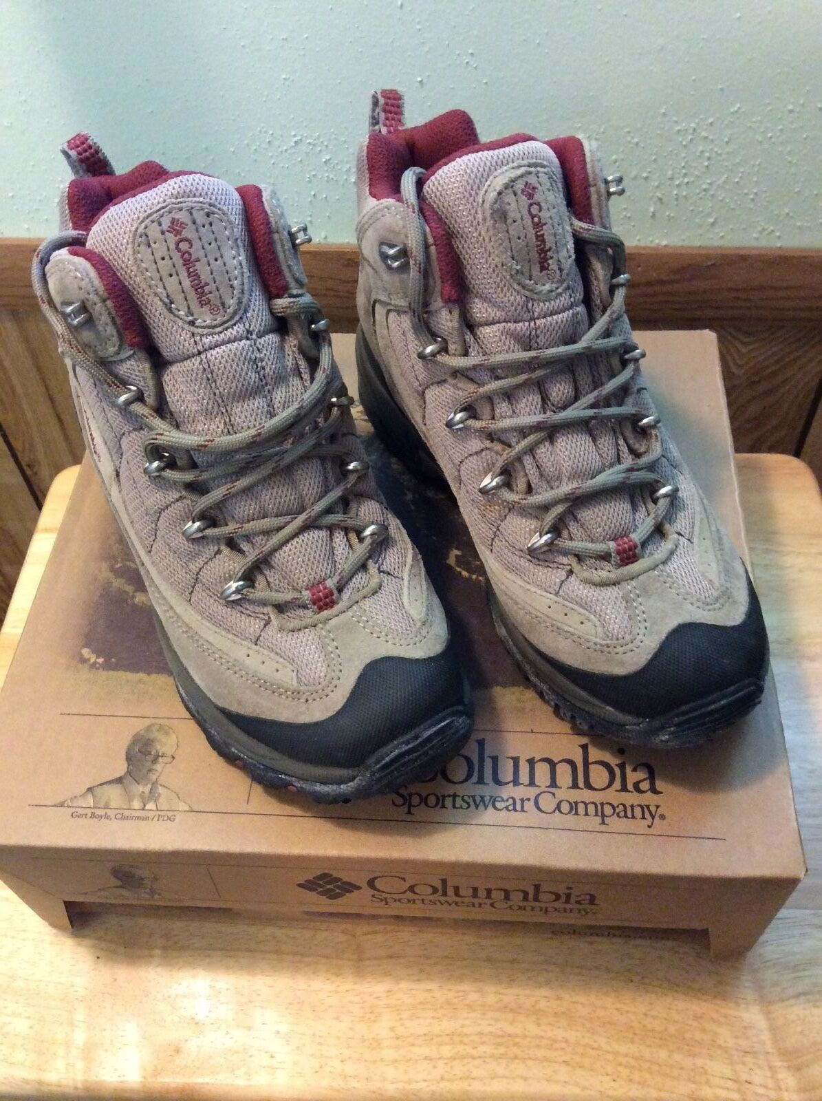 Columbia  Day Day Day Pack II  Mid Hiking Boot shoes - Size 8 Waterproof Tusk Ivory a417cb