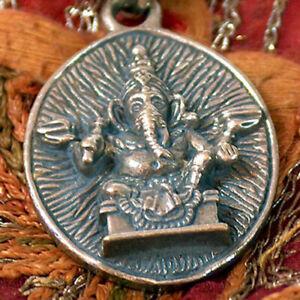 Ganesha-Ganesha-Elefant-superschoene-alte-Messing-Kette-aus-Nepal-Om-Mani