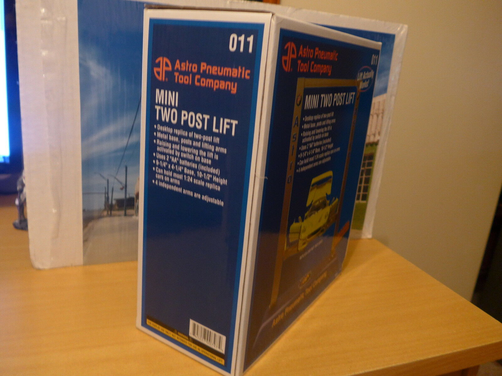 Mini two post lift for 1 24 24 24 scale diecast models new in box bd59f4