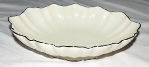 Lenox-10-3-4-034-x-7-1-4-034-Scalloped-Bowl-with-Platinum-trim-Excellent-No-wear