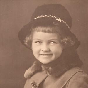Antique/Vintage Trifold Photograph Child Little Girl Hat Minneapolis MN