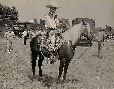 OLD VINTAGE PHOTO WILD WEST SHOW HAGENBECK-WALLACE CIRCUS COWBOY HORSE & TRAIN