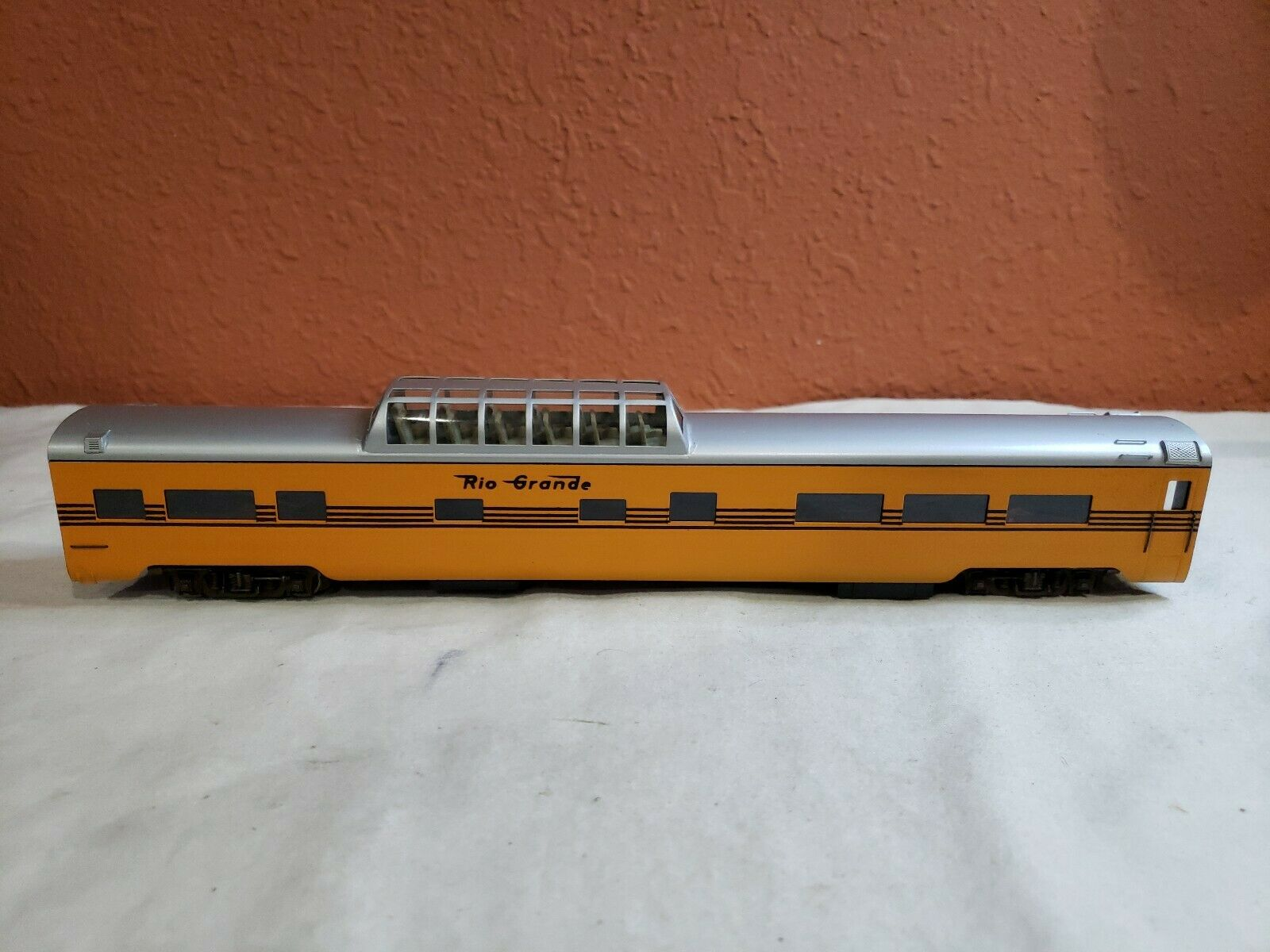 HO SCALE BRASS BALBOA  574  D&RGW  VISTA DOME. CAR HAS BEEN PAINTED.