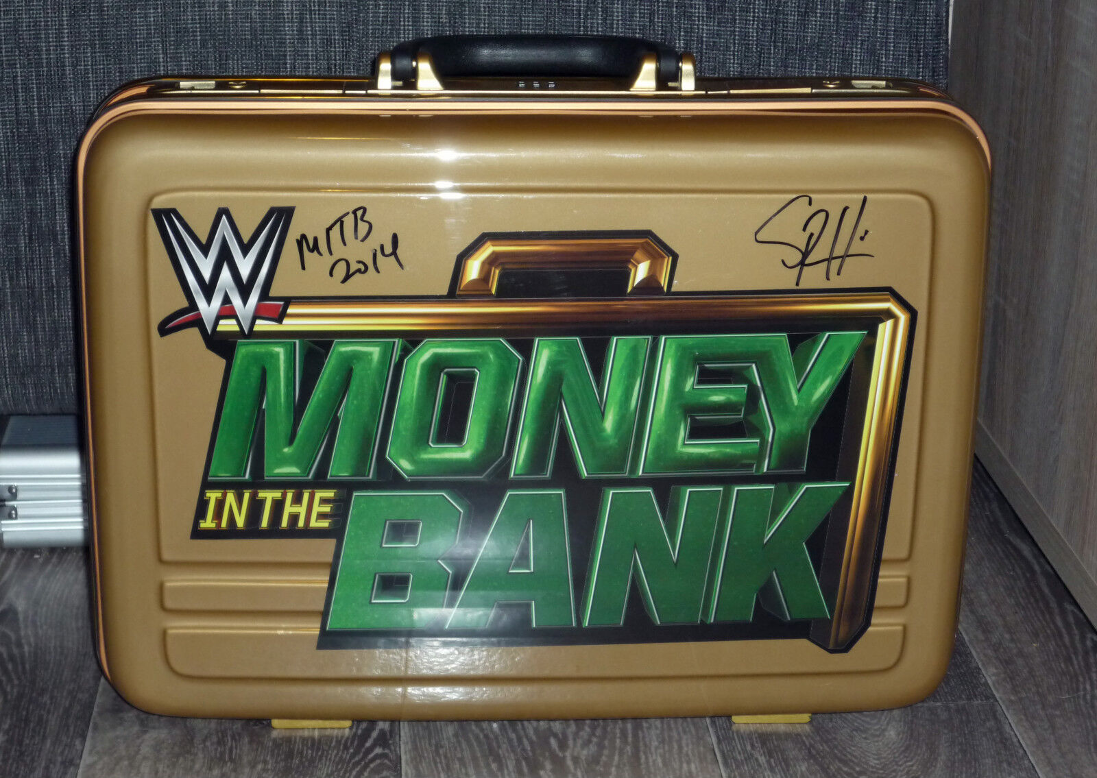 WWE Money In The Bank Briefcase Briefcase Briefcase Wrestlemania Axxess MITB Signed by Seth Rollins 5d55fe