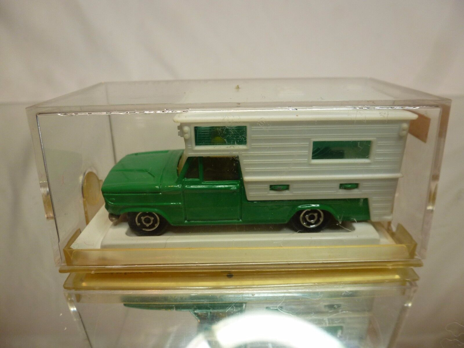 MAJORETTE 209 CAMPING CAR - verde + bianca  1:80 - GOOD CONDITION IN BOX