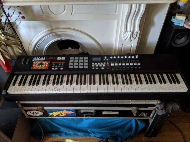 Akai MPK88 key midi keyboard/controller  Works but needs small repairs