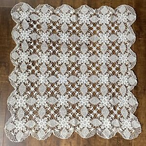 Vintage-Hand-Made-Crochet-Lace-Table-Topper-Doily-25-x-28-Cream-Floral-Scalloped