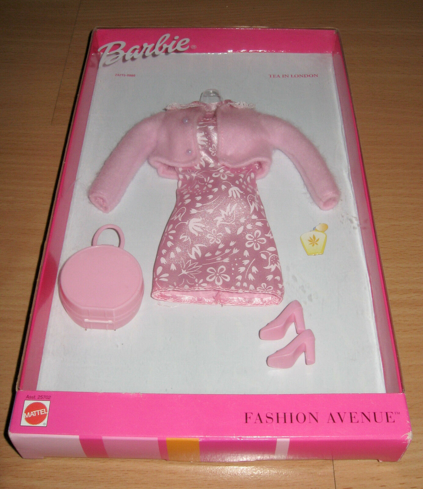 NRFB Barbie Modischer Avenue Tee in London Rosa Outfit 1999