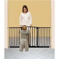 Dream Baby Wide Swing Closed Child/pet Pressure Safety Gate 5 1/2 Feetblack