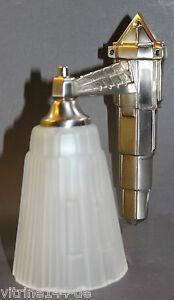 Wandlampe-Art-Deco-DESIGNLEUCHTE-Messing-vernickelt-silberfarben-Glas-satiniert