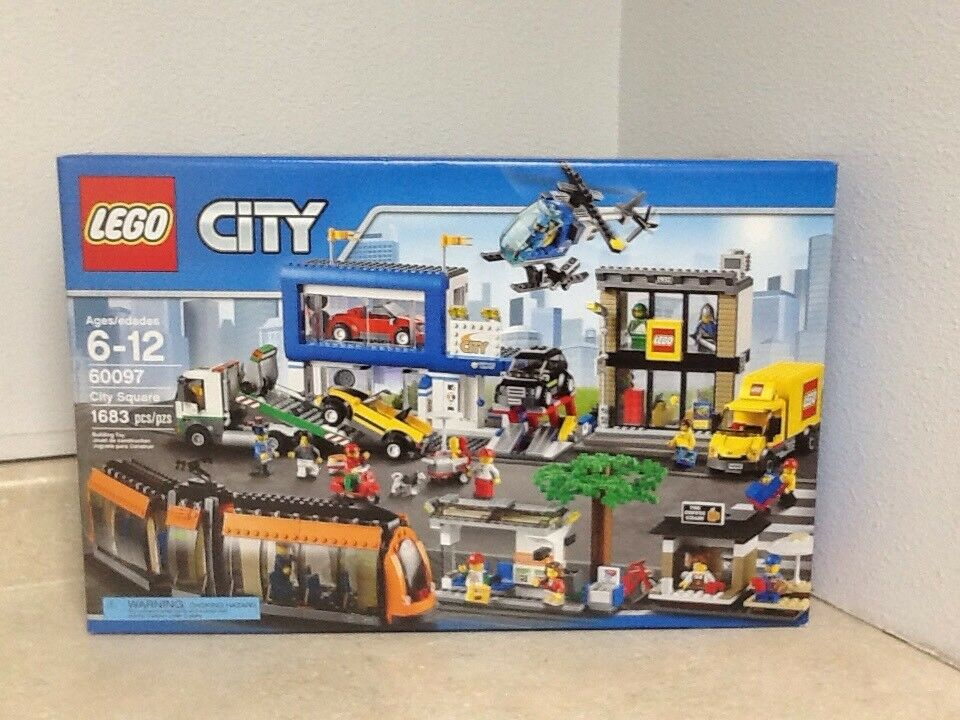 Lego City - City Square 60097 With 13 Minifigs & helicopter