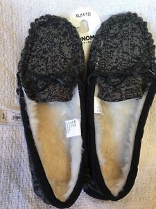 111dabfe7b5 NWT Women s Sonoma Black   Gray Knit Moccasin Slippers Faux Fur ...