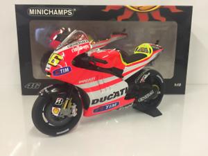 Minichamps 122112046 Ducati Desmosedici GP11.2 Valentino Rossi MotoGP 2011