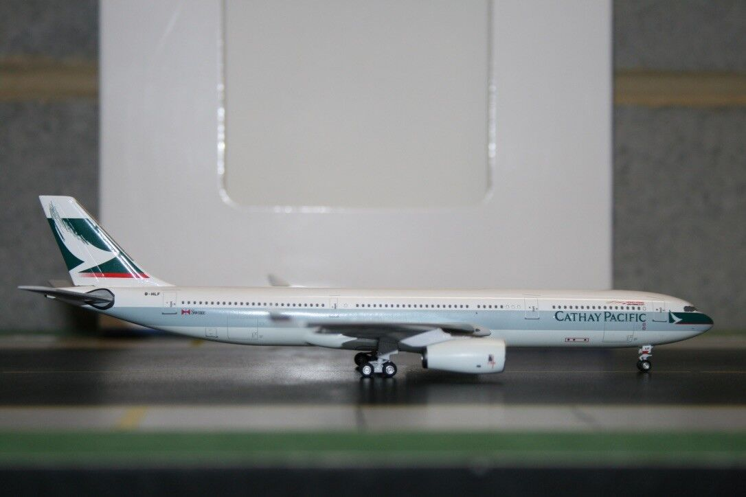 Aeroclassics 1 400 Cathay Pacific Airbus A330-300 B-HLF (ACBHLF) Die-Cast Model