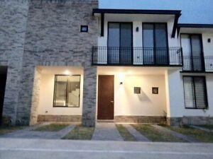 Casa con Alberca Puerta de Piedra  Corregidora Queretaro casa de 3 recamaras Renta casa