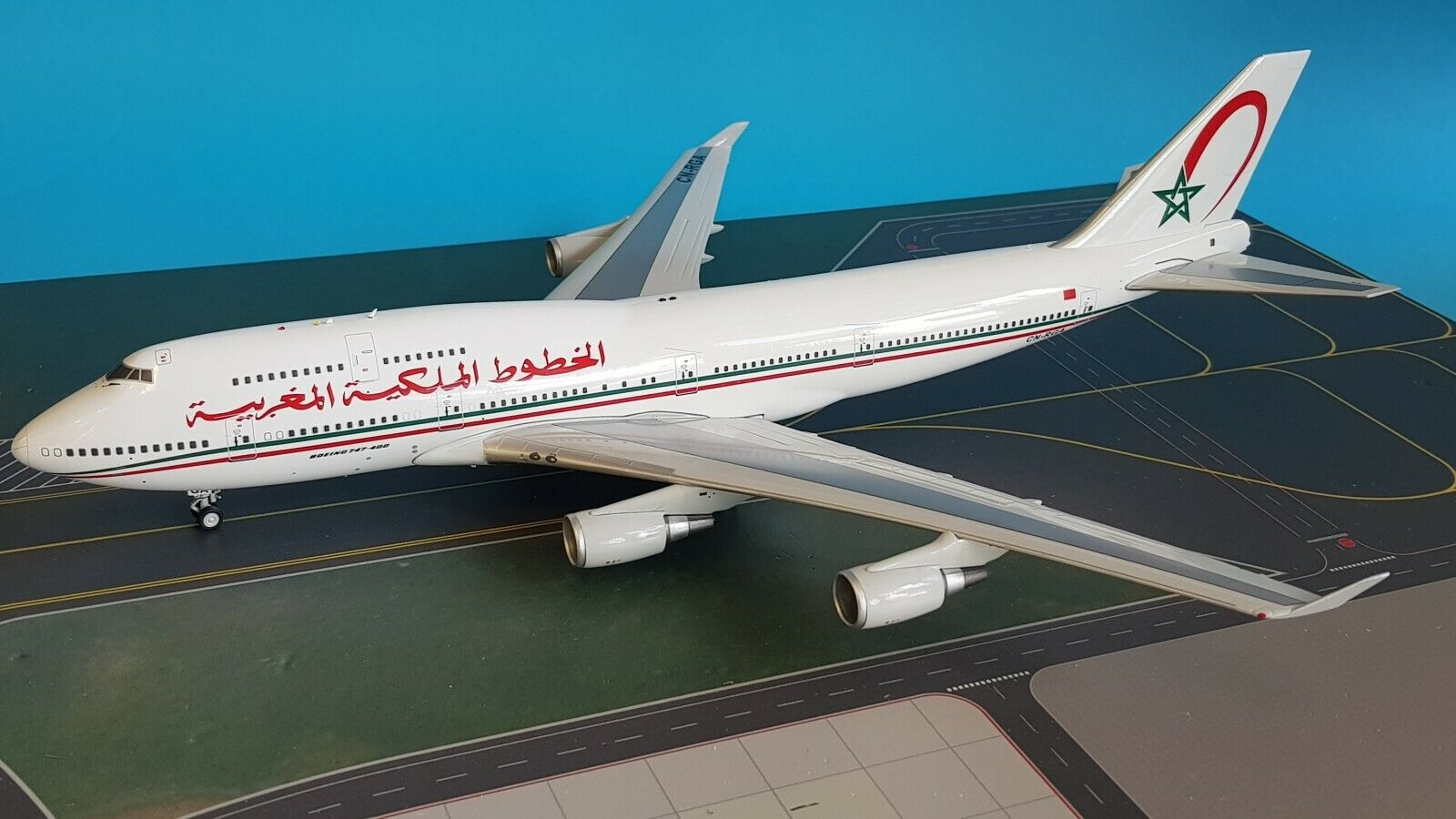 InFlight200 Boeing 747-400 Royal Air Maroc Ref  IF744RM011 (mit Ständer)