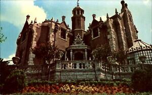 Haunted-Mansion-Walt-Disney-World-Orlando-Florida-FL-1960s