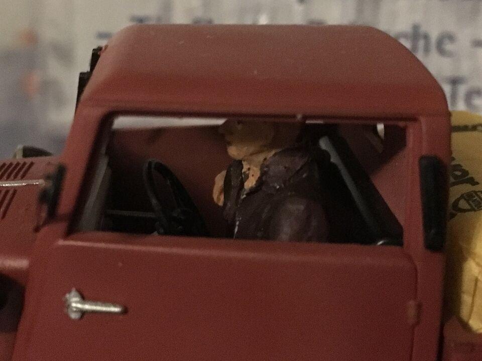 Modeltog, Hübner bil med fører og last - SPOR 1, skala 1