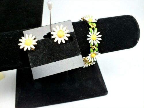 Vintage Weiss 1960's Daisy Gold Tone Bracelet & Ea