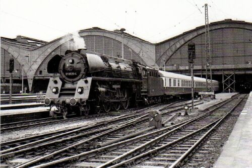 Rekoschnellzugdampflokomotive 01 0525 mit Interzonenzug Leipzig Hbf Postkarte