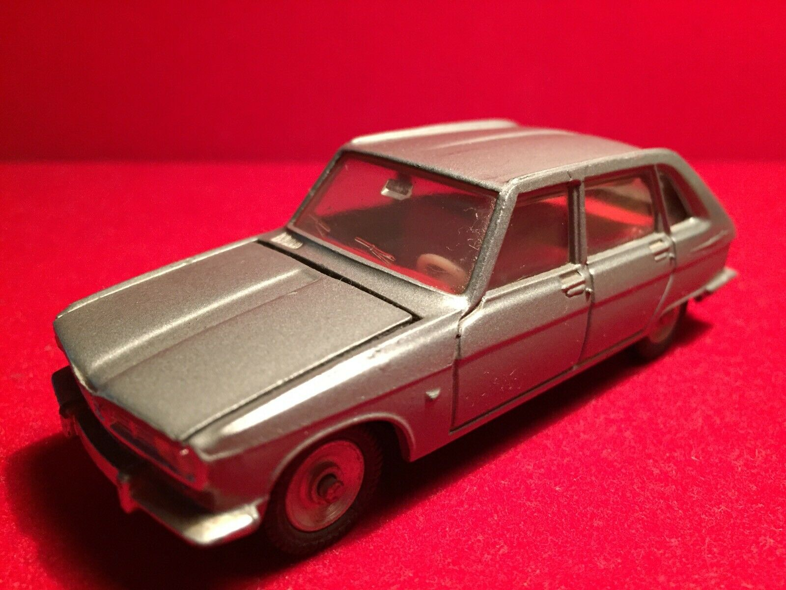 Dinky Toys Renault 16   537