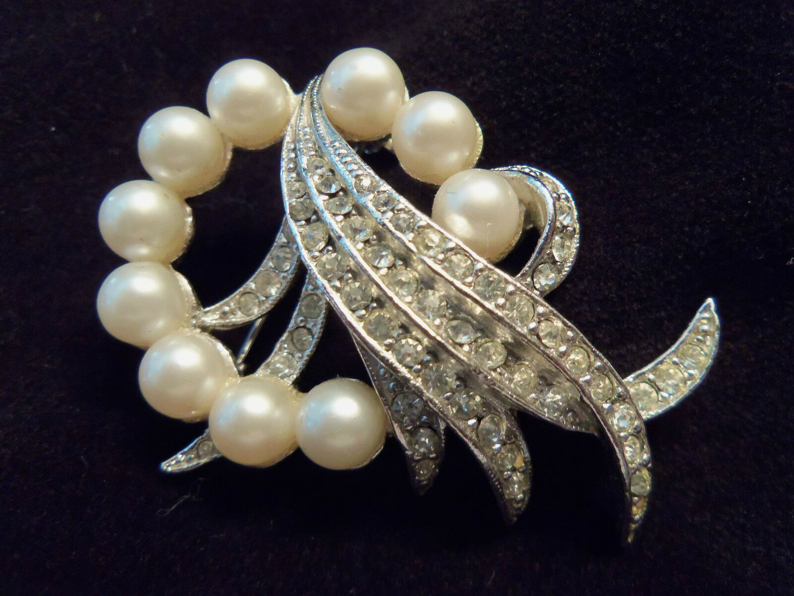 GORGEOUS Vintage Silver Faux PEARL/Rhinestone Cry… - image 1