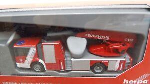 Herpa-H0-093521-MB-1-87-Landshut-Feuerwehr-Daimler-Econic-DLK-NEU-in-OVP
